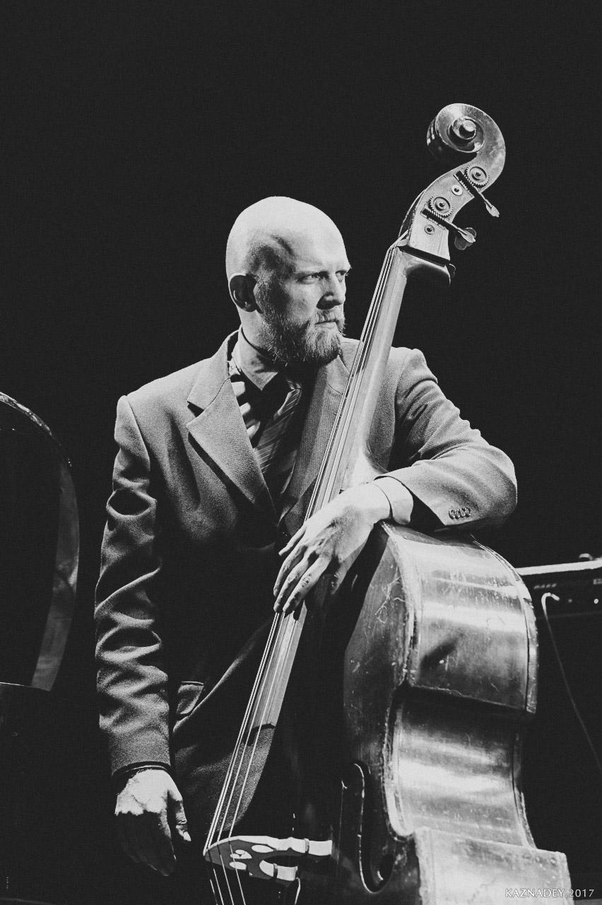 Михаил Фоминых-контрабас, играет Джаз в Минске - jazzinminsk , организатор Евгений Владимиров