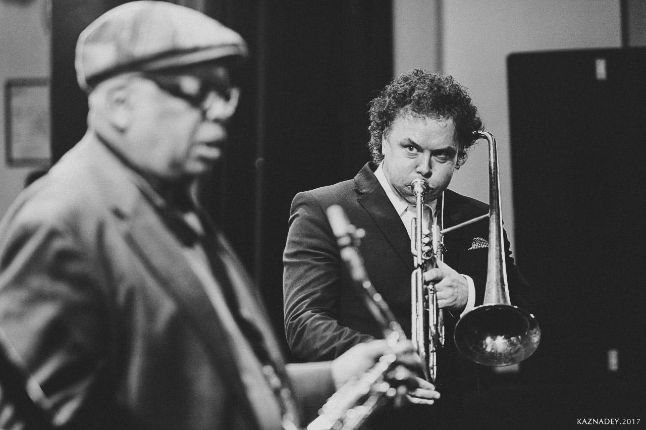 Евгений Владимиров-(тромбон) играет джаз в Минске jazz in Minsk, слева-Bill Saxton