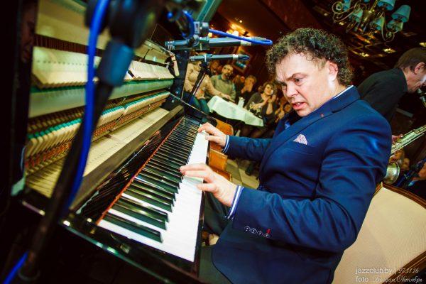 Джазмен Евгений Владимиров выступает в Джаз-Клубе JazzinMinsk