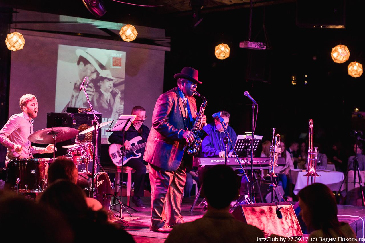 Знакомство в джаз-клубе